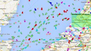 Ship traffic in the English Channel, courtesy marinetraffic.com